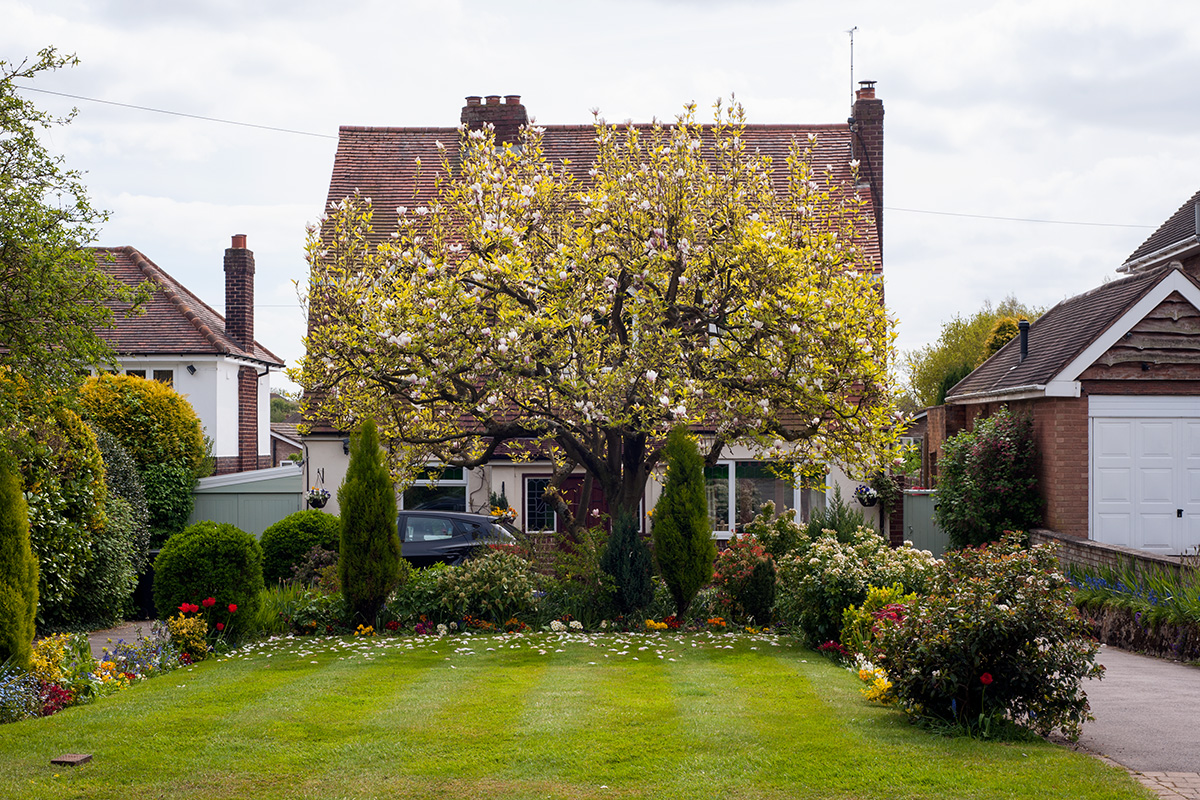 A house with maintained lawn and flower beds in Hollywood, Worcestershire